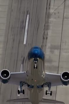 Boeing's 787 Dreamliner Does A Near-Vertical Takeoff