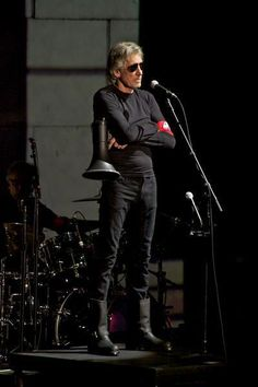 """Roger Waters - The Wall """"Live"""" This was excellent! ❖✇❖"""