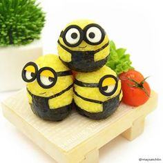 Minions More of these yellow cuties can be found at my bento friends 's & 's IG! Japanese Bento Box, Japanese Food Art, Food Styling, Food Art Bento, Cute Bento Boxes, Kawaii Bento, Bento Recipes, Bento Ideas, Tsumtsum