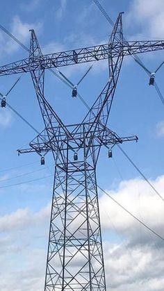 Deltamasten für zwei Systeme Transmission Tower, Electrical Installation, Infinite, Mirrors, Waves, Steel, World, Life, Towers