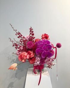 Spring time calls for fresh flowers around your home, especially on the kitchen or dining room table. Home Flowers, Exotic Flowers, Beautiful Flowers, Fresh Flowers, Spring Flowers, Flower Boxes, My Flower, Floral Wedding, Wedding Flowers
