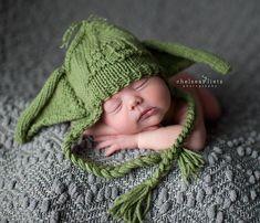 Star Wars Crochet Cocoon and Beanie of the princess leia or Yoda. Very pretty Baby Boy Beanies, Boys Beanie, Baby Hats, Chewbacca, Newborn Photo Props, Newborn Photos, Yoda Costume, Star Wars Nursery, Star Wars Baby