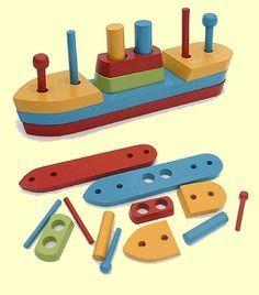 Los juguetes de madera, son una buena opción son naturales, reutilizables y no tóxic. Evita los juguetes de PVC, y mejor si no necesitan pilas. Usa cargador solar SOLIO, para aparatos de microelectrónica. www.biohabitat.es