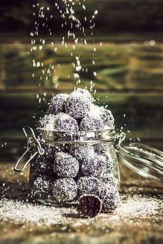 Klasika: rumové koule Christmas Sweets, Christmas Cookies, Xmas, Blackberry, Sweet Tooth, Food And Drink, Fruit, Gardening, Winter
