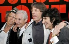 Групата Rolling Stones ще плати глоба в размер на 200 хиляди лири за прекалено дълъг концерт на 25 ноември в лондонския концертно-развлекателен център О2. Първият юбилеен концерт на групата е продължил с 35 минути по-дълго от разрешеното от общинския съвет.
