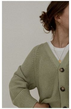 🖤 #what #to #wear #with #a #green #cardigan #whattowearwithagreencardigan Adrette Outfits, Neue Outfits, Cute Casual Outfits, Fashion Outfits, Looks Street Style, Looks Style, My Style, Fall Winter Outfits, Summer Outfits