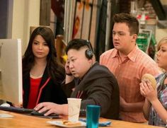 My favorite episode of iCarly Mama Memes, Memes Estúpidos, Stupid Memes, Funny Memes, Reaction Pictures, Funny Pictures, Mood Pics, Know Your Meme, Fresh Memes