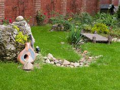 Sucha rzeka w ogrodzie - jak zbudować suchy strumień