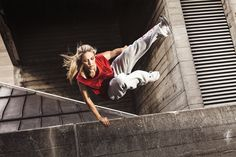 Portfolio of parkour, freerunning, snowboarding and other extreme sports photography captured by Claudiu Voicu Parkour Workout, Parkour Moves, Batman 2, Figure Drawing Reference, Anatomy Reference, Action Photography, Bodybuilding, Cool Poses, Dynamic Poses