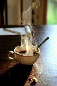 Great Coffee, My Coffee, Coffee Shop, Coffee Cups, White Vinegar Cleaning, Single Serve Coffee, Coffee Photos, Coffee Tasting, Coffee And Books