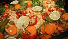 Kyllingpanne – Knallgod – Spiselise Asian Recipes, Cobb Salad, Chili, Lime, Stuffed Peppers, Chicken, Fruit, Vegetables, Food