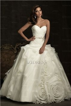 Ball Gown Strapless Sweetheart Chapel Train Organza Wedding Dress