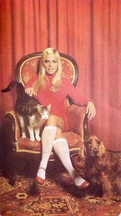 France Gall, Sixties Fashion, Retro Fashion, Vintage Fashion, 70s Icons, 1960s Party, Girls Slip, Famous Girls, Girls Socks