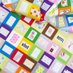 Tell Me a Story Quilt and A Tutorial (Red Pepper Quilts) Quilting For Beginners, Quilting Tips, Quilting Tutorials, Quilting Designs, Quilting Fabric, Sewing Tutorials, I Spy Quilt, Book Quilt, Easy Quilt Patterns