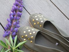 Just gave a pair of espandrillos a new look with our Sam Gold Stud! Summer is here!