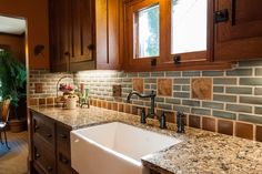 Frank Lloyd Wright Inspired Kitchen craftsman-kitchen - Foto Club By Craftsman Style Kitchens, Bungalow Kitchen, Craftsman Interior, Cabin Kitchens, Craftsman Homes, Craftsman Tile, Craftsman Decor, Country Kitchens, Kitchen Redo