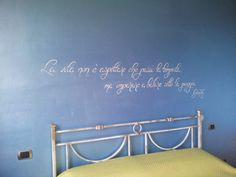frase decorativa in camera