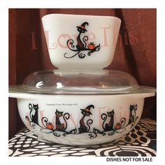 Adesivo in vinile Halloween Witch Black Cats Vintage Kitchenware, Vintage Dishes, Vintage Glassware, Vintage Pyrex, Vintage Bowls, Vintage Dinnerware, Vintage Tins, Halloween Vinyl, Halloween Cat