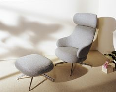 Close your eyes and picture the feeling of true comfort. Are you thinking of soft cushions piled upon other soft cushions? That was the starting point for Khodi Feiz as he responded to a brief that asked for an easily-positioned and comfortable armchair with generous proportions and a timeless character.