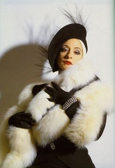 Patti LuPone as Norma Desmond from the original London production of Sunset Boulevard (1993).