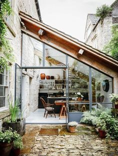 11 beautiful winter garden room for Chicago folks - Homelilys Decor Have you ever visited friends' house in Chicago and wonder what the beautiful glass extension room is?Well,it is called Winter Garden - see cool photos here Architecture Renovation, Wood Architecture, Architecture Interiors, Casa Loft, Turbulence Deco, Style Deco, Trendy Home, Cottage Homes, Cottage Patio