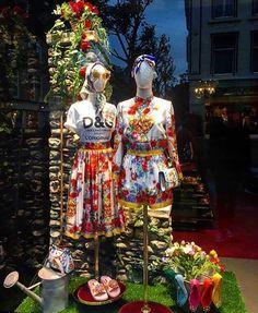 WEBSTA @ visual_window - #Repost @retail_design (@get_repost)・・・#retaildesign #dolcegabbana #folk #windowdisplay #windowdesign #window #visualpresentation #vm #amsterdam