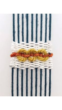 DIY Weaving Tutorial: ChainlinkYou can find Weaving projects and more on our website. Weaving Loom Diy, Weaving Art, Tapestry Weaving, Hand Weaving, Loom Weaving Projects, Weaving Textiles, Weaving Patterns, Weaving Wall Hanging, Art Textile