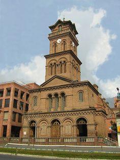 El+Poblado,+Medellín | El Poblado es probablemente el mejor lugar para alojarse si quiere ...