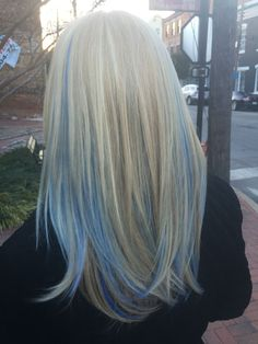 Pastel hair color is now more popular than ever, mainly because of beautiful and enviable tones. Like any color, the best thing is that you can shake light blue hair at will, including highlights, ombre and two-tones. This extreme hair color is cert Funky Hair Colors, Hair Dye Colors, Blue Colors, Hair Color Streaks, Blonde Hair With Highlights, Blue Peekaboo Highlights, Pastel Highlights, Balayage Hair, Ombre Hair