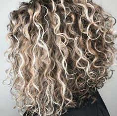 Is there anything more satisfying than a gorgeous dimensional naturally-kissed-by-the-sun head of curls? Especially after seeing these rooty blonde balayage curls from Kesli Jo Curly Hair Styles, Ombre Curly Hair, Curly Hair With Bangs, Haircuts For Curly Hair, Hairstyles With Bangs, Medium Hair Styles, Natural Hair Styles, Natural Curls, Short Permed Hairstyles