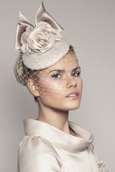 100 Biggest hats and fascinators Royal Ascot Sombreros Fascinator, Fascinators, Mode London, Bridal Hat, Millinery Hats, Pillbox Hat, Church Hats, Fancy Hats, Pill Boxes