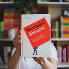 Normální šílenství přibližuje křehkost lidské mysli a tenkou hranici mezi duševním zdravím a nemocí. Provede vás jednotlivými onemocněními z perspektivy terapeutů i pacientů a vyvrátí ty nejčastější mýty a předsudky. Adhd, Cover, Books, Libros, Book, Book Illustrations, Libri