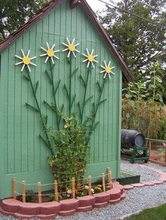 Vertical Garden Trellis made with painted timber offcuts to look like tall daisies. Design doubles as garden art and a practical vertical frame for climbers. More vertical garden ideas @ http://themicrogardener.com/category/vertical-gardens/ | The Micro Gardener