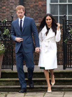 Prince Harry and Meghan Markle, wearing a white belted coat by. Meghan Markle Coat, Estilo Meghan Markle, Meghan Markle Stil, Meghan Markle Outfits, Meghan Markle Fashion, Meghan Markle Toronto, Princess Meghan, Prince Harry And Meghan, Maxi Coat