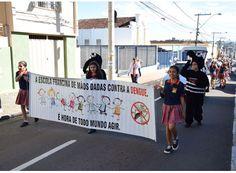Escola municipal faz caminhada contra a dengue. http://www.passosmgonline.com/index.php/2014-01-22-23-07-47/geral/5526-escola-municipal-faz-caminhada-contra-a-dengue