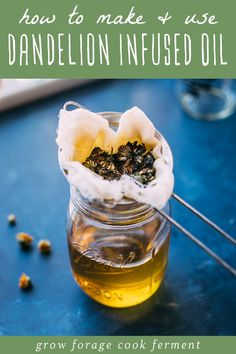 Learn how to make this dandelion salve recipe using foraged dandelions! This homemade herbal salve is especially good for sore muscles, joints, and dry skin. Cold Home Remedies, Herbal Remedies, Natural Remedies, Health Remedies, Healing Herbs, Medicinal Herbs, Natural Healing, Dandelion Oil, Dandelion Flower