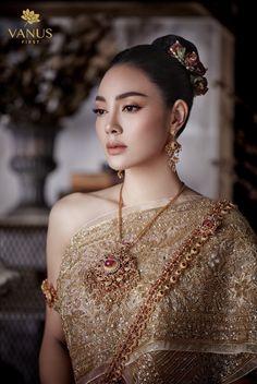 Thai Traditional Dress, Traditional Fashion, Traditional Outfits, Thai Fashion, Oriental Fashion, Thailand Fashion, Thai Dress, Thai Style, Wedding Styles