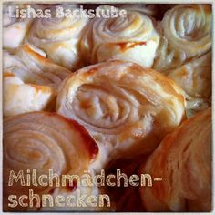 Milchmädchenschnecken Today I have a super easy and fast recipe for you. 5 Ingredient Desserts, Nutella Mug Cake, Diy Snacks, Cooking Cake, Russian Recipes, Cakes And More, Bread Baking, Yummy Cakes, Sweet Tooth