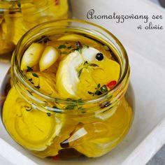 Trudno to w zasadzie nazwać daniem… Jest to raczej sposób na podanie sera :) Kozia roladka doprawiona aromatycznymi przyprawami i zalana oliwą zyskuje na smaku i zmienia odrobinę swoją konsys…