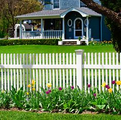 V700-44' HIGH CLASSIC VICTORIAN STRAIGHT TOP ILLUSIONS VINYL PICKET FENCE. AVAILABLE IN ALL GRAND ILLUSIONS COLORS AND WOODGRAINS. Shown in Classic Series White (C101)