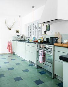 great green checkerboard floor / via bloesem