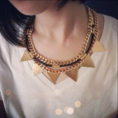 CLEGANE NECKLACE • Rp 175,000 • $17.50 GILLY NECKLACE • Rp 150,000 • $15