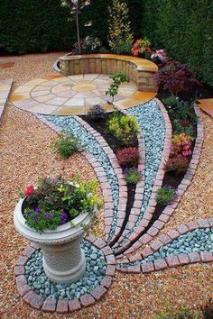 fine Great Pebbles Ideas with Nice Shapes to Beautify Your Outdoor backyard landscaping landscaping garden landscaping Garden Yard Ideas, Garden Paths, Garden Projects, Garden Art, Backyard Ideas, Craft Projects, Pebble Garden, Rocks Garden, Big Garden