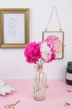 DIY Deko: Schnell und einfach Papierblumen basteln Diy Blog, Lettering, Glass Vase, Party, Home Decor, Decorating Ideas, Gifts, Decoration Home, Room Decor