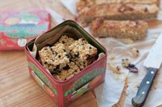 Claire Thomson's Apple Cinnamon Flapjacks from Five O'Clock Apron are a quick and healthy alternative to shop bought oat bars. Bramley Apple Recipes, Love Food, A Food, Banana Mix, Flapjack Recipe, Eating Bananas, Baking Tins, Kids Baking, Paleo Baking