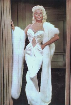 Chris Hutchins recalls how Hollywood starlet Jayne Mansfield (pictured) once turned up at John Lennon's house 'intent on seducing him' Old Hollywood Glamour, Vintage Glamour, Vintage Hollywood, Vintage Beauty, Classic Hollywood, Vintage Fashion, Old Hollywood Actresses, Janes Mansfield, Foto Fashion