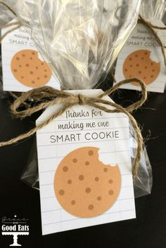Thanks for making me a smart cookie- FREE PRINTABLE. Package with cookies as an easy teacher appreciation gift. Perfect for teachers, coaches, etc.