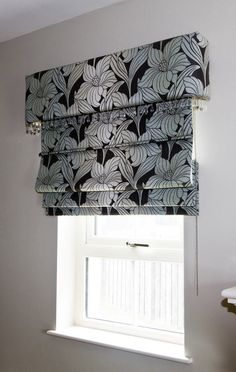 A great way of dressing a small side window in your living room is by using a roman blind on the outside of the recess. To really make it special add a simple upholstered pelmet like this one. Very stylish!
