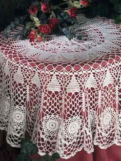 Get 35 crochet lace tablecloth patterns for free that you can easily make. Tons of photos to choose from and beautiful tablecloth lace patterns. Filet Crochet, Crochet Round, Crochet Home, Thread Crochet, Crochet Crafts, Crochet Yarn, Crochet Projects, Crochet Doilies, Crochet Kitchen