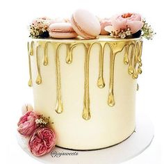Gorgeous drip cake with macarons wedding cake Fancy Cakes, Cute Cakes, Pretty Cakes, Pink Cakes, Pink Gold Cake, Gorgeous Cakes, Amazing Cakes, Bolo Tumblr, Cupcake Torte